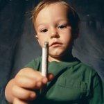 Сигарета в руках ребенка